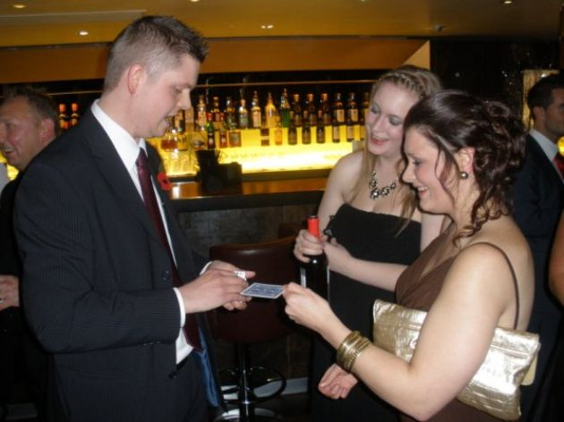 Gallery: Mark Roberts  Close Up Magician