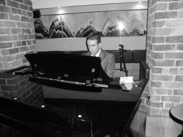 Gallery: Jay  Solo Pianist